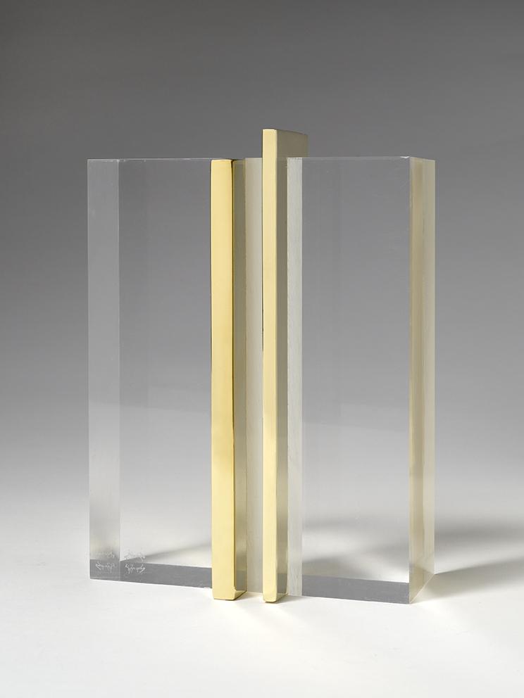 Senza titolo, 2018, ottone e plexiglass, 19 x 14 x 7 cm