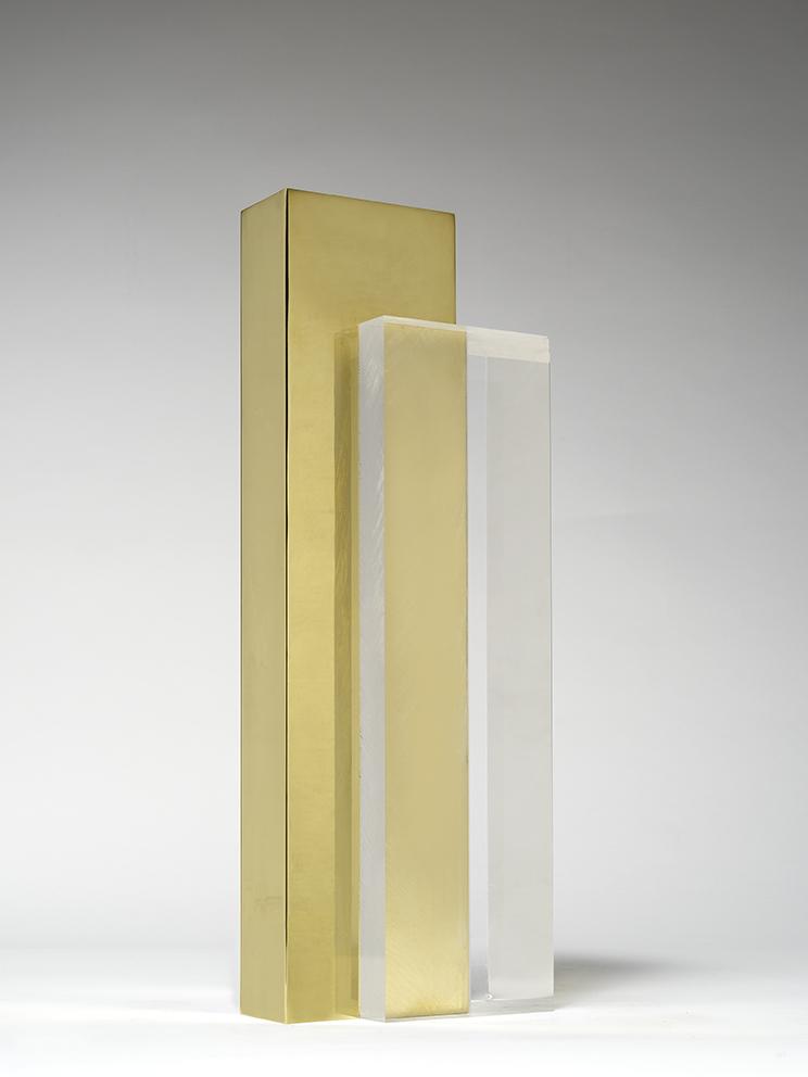 Senza titolo, 2018, ottone e plexiglass, 41 x 14 x 10 cm