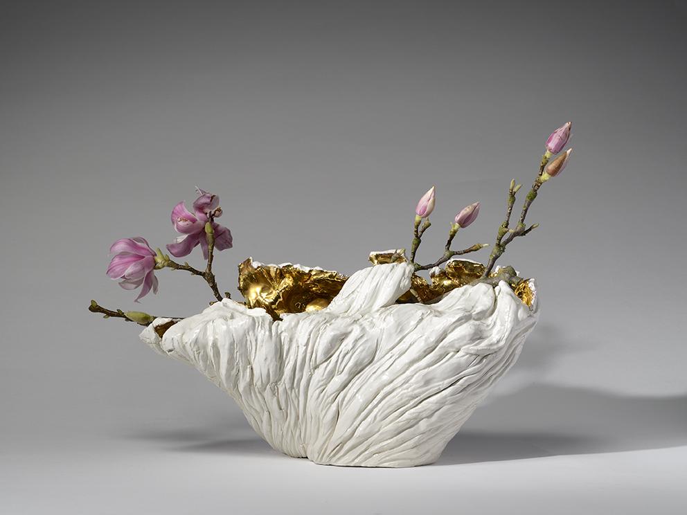Vaso, terracotta dipinta con ingobbio, oro a terzo fuoco, foto di Paolo Vandrasch